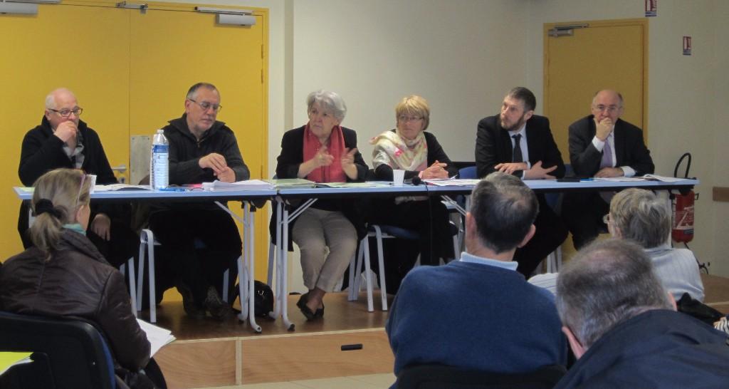 Yves Loisance (Section CNL Fougères), Jacques Coignard (trésorier), Maguy Gaillard (Présidente de la CNL 35), Corinne Rinaldo, (Secrétaire confédérale), Éric Besson (Fougères habitat), Louis Feuvrier (Maire de Fougères).
