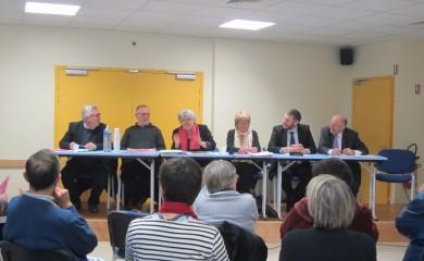 Rémy Giraud (Fougères habitat), Jacques Coignard (trésorier), Maguy Gaillard (Présidente de la CNL 35), Corinne Rinaldo, (Secrétaire confédérale), Éric Besson (Fougères habitat), Louis Feuvrier (Maire de Fougères).